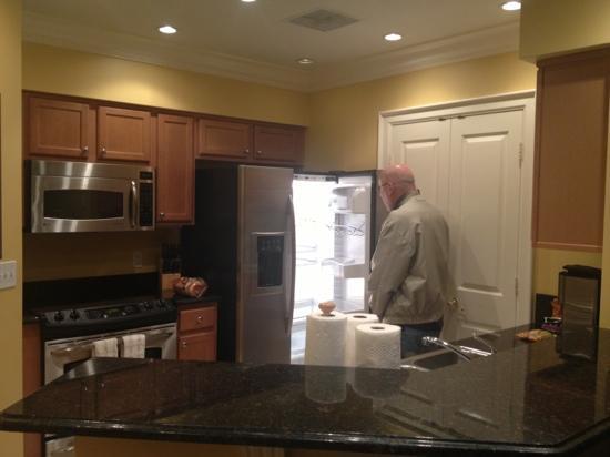 Omni Orlando Resort at Championsgate: kitchen in villa