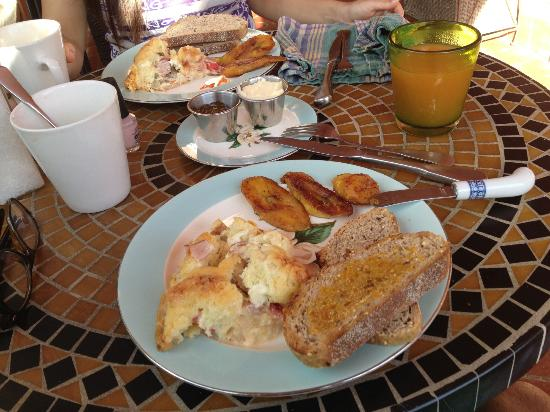 Casa Flamboyant: Delicious breakfast...