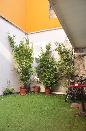Hostel Arrabal: Patio-terraza
