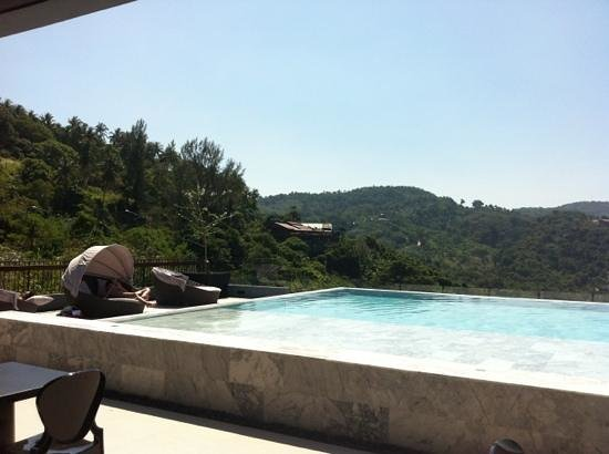 Foto Hotel: opposite views into hills from pool