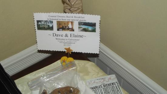 Coastal Dreams Bed & Breakfast : Ah, the personal touch. The cookies were delicious, by the way.
