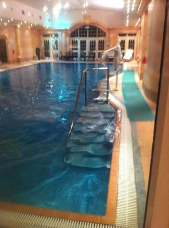 Crabwall Manor Hotel & Spa: swimming pool in spa area