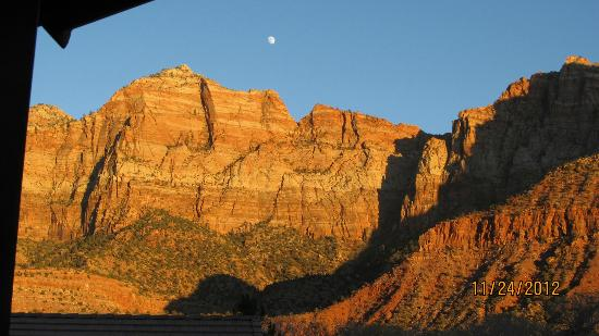 Cliffrose Lodge & Gardens : View from our balcony - sunset reflecting on the rock and the moon rising.