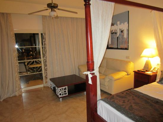 Majestic Colonial Punta Cana: fourth floor corner room in building three