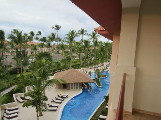 Majestic Colonial Punta Cana: new club pool showing swim up bar