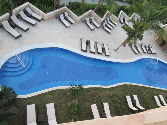 Hotel Majestic Colonial Punta Cana: new club pool in front of building three looking down from 4th floor