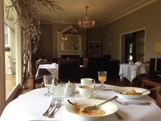 Edgelinks Country House: Breaky inside after a cold change