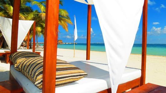 Villa del Palmar Cancun Beach Resort & Spa: Beach beds