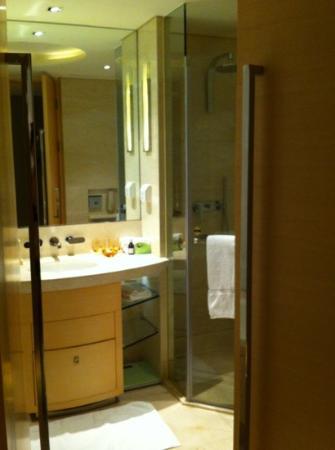 Hotel Nikko Shanghai: nikko bathroom