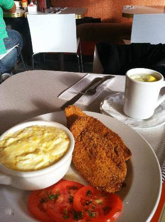 Darling's Cafe: Fish and Grits