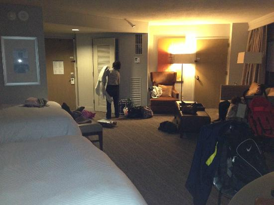 The Westin Copley Place, Boston: Lotsa space in the 2 queen bed junior suite room for my family to spread out