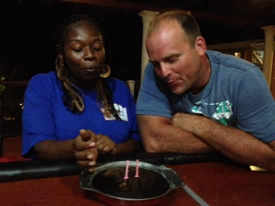 Caribbean Shores Bed & Breakfast: Sharing a birthday cake
