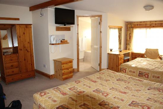 Hawthorn House: Our spacious room