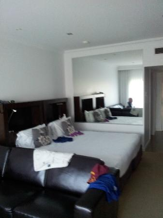 ميركيور جيرينجونج ريزورت: our room 