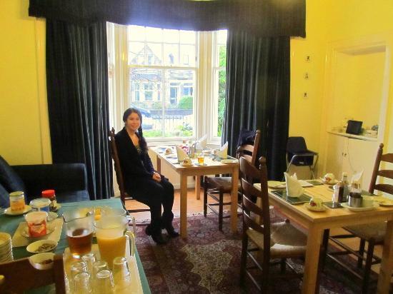 Neidpath Bed & Breakfast: elegant dining area