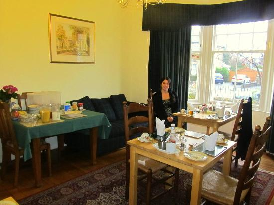 Neidpath Bed & Breakfast: dining area and sitting area