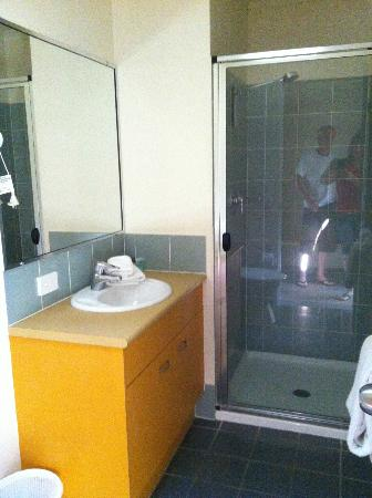 Noosa Lakes Resort: Bathroom