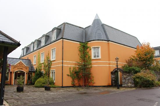 Meadowlands Hotel : adjoining restaurant