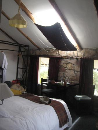 Hotel Isla Suasi: Room - shows how it's eco friendly