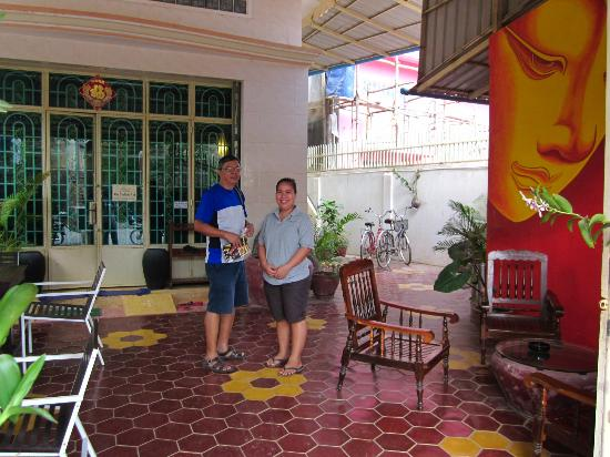 The Cashew Nut Guest House: with ever-smiling, ever-helpful staff
