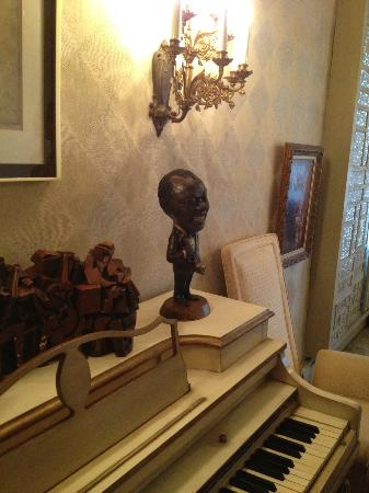 Louis Armstrong House Museum: Cool sculpture of the music man