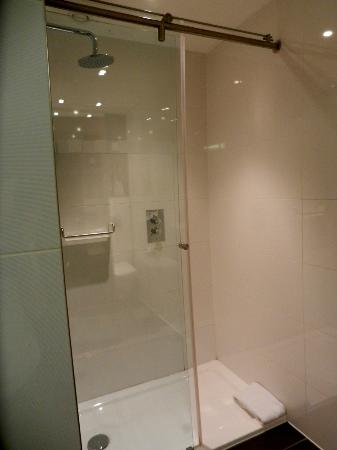 Park Grand London Paddington: Hotel Room - shower