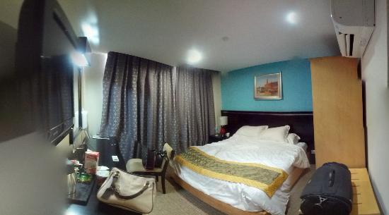Hallmark View Hotel: deluxe room