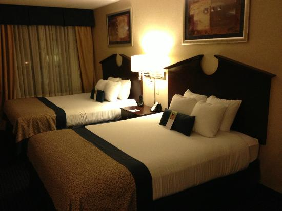 Wingate by Wyndham Erie: room 2