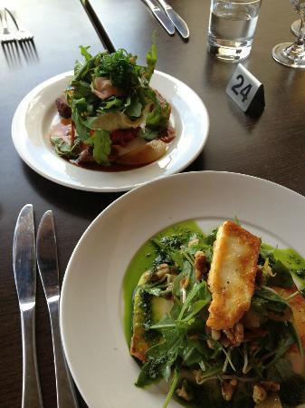 Flaxton Gardens Restaurant: Starters - Grilled Holumi Salad and Pork Belly!! Delish