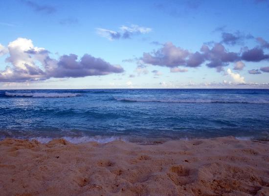 Playa Delfines: Evening sea