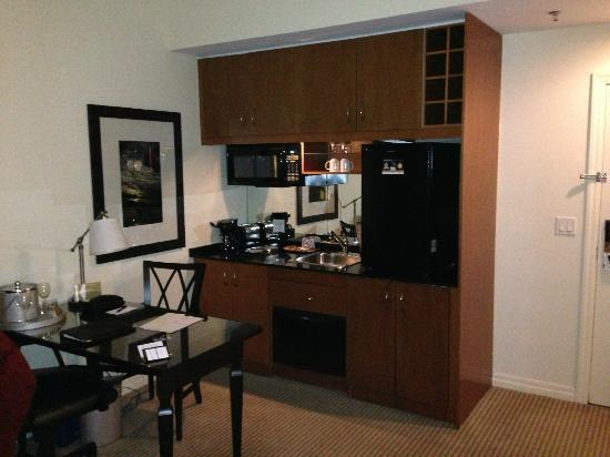 One King West Hotel & Residence: Kitchenette with 2-burner stove, dishwasher, microwave, fridge, washer/dryer