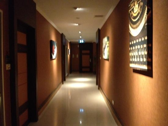 The Key Bangkok Hotel by Compass Hospitality: hallway