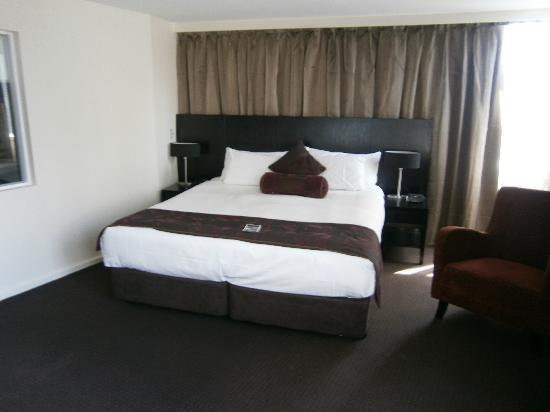 Grand Chancellor Melbourne: King sized bed