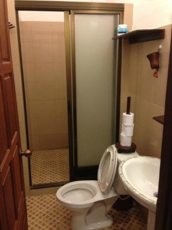 Avalon Hotel: Toilet