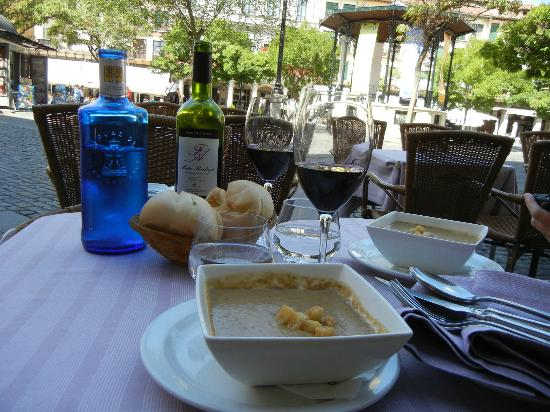 Infanta Isabel Hotel: Delicious lunch on the square