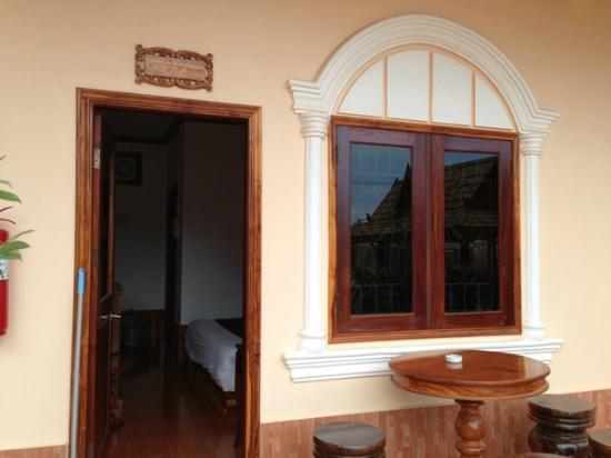 Sai Ngeun Hotel: Room Outside