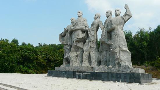 Sanya Daxiaodongtian Area: Some monks