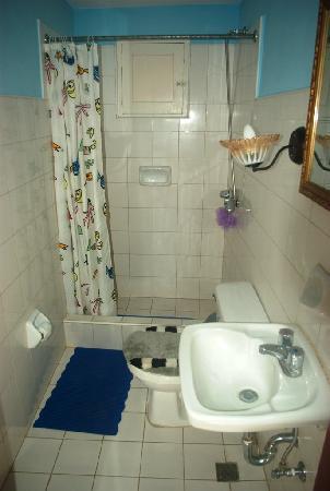 Casa Particulare Adriano y Zenaida Moreno : room 2 bathroom