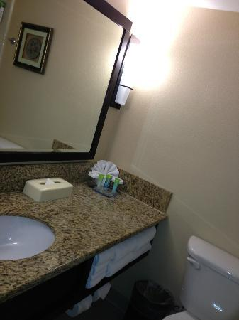 Radisson Suites Hotel Buena Park: Bathroom
