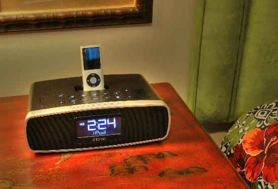 Mar Vista Grande: I-pod alarm clock radios in bedrooms