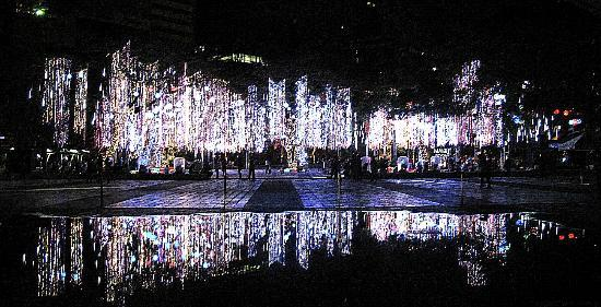 Makati, Philippines: This is Ayala Land's Enchanting son et lumiere (lights and sound) show drawing crowds every even