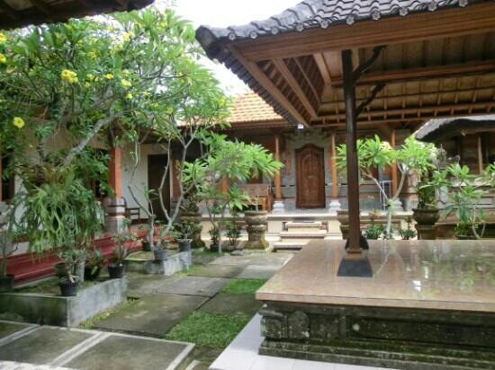 Suparsa's Home Stay : Garden area
