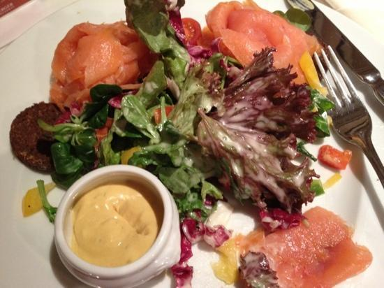 Steigenberger Airport Hotel: smoked salmon with salad and pumpernickel - delicious!