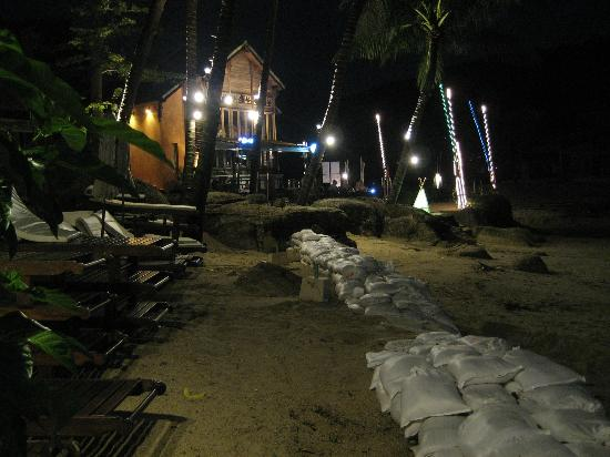 ‪‪Panviman Resort - Koh Pha Ngan‬: Panviman beach at night