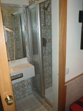 Scherer Hotel: shower