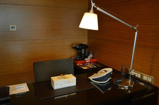 InterContinental Saigon Hotel: Working desk