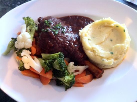 Tuti's Restaurant and Bar: lamb shank with vege and mashed potato