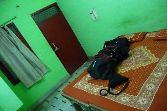 Sankatha Guest House: Ground level room.