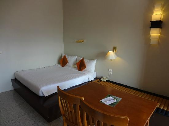 Sino House Phuket Hotel and Apartment: room view-2
