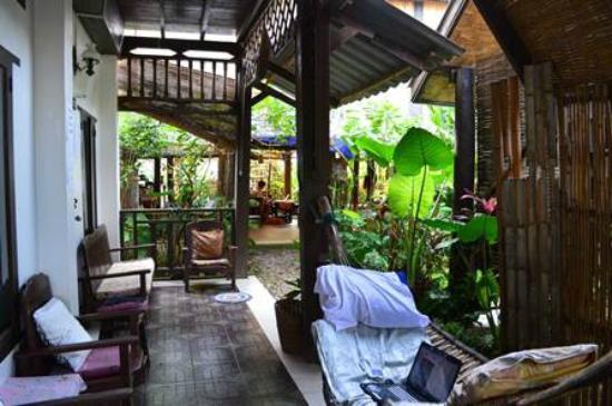 Champa Lao: Relax area